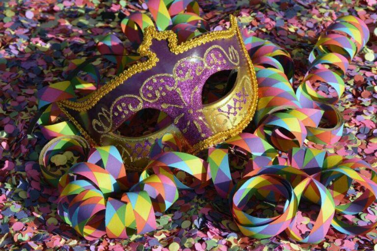 maschera carnevale coriadoli