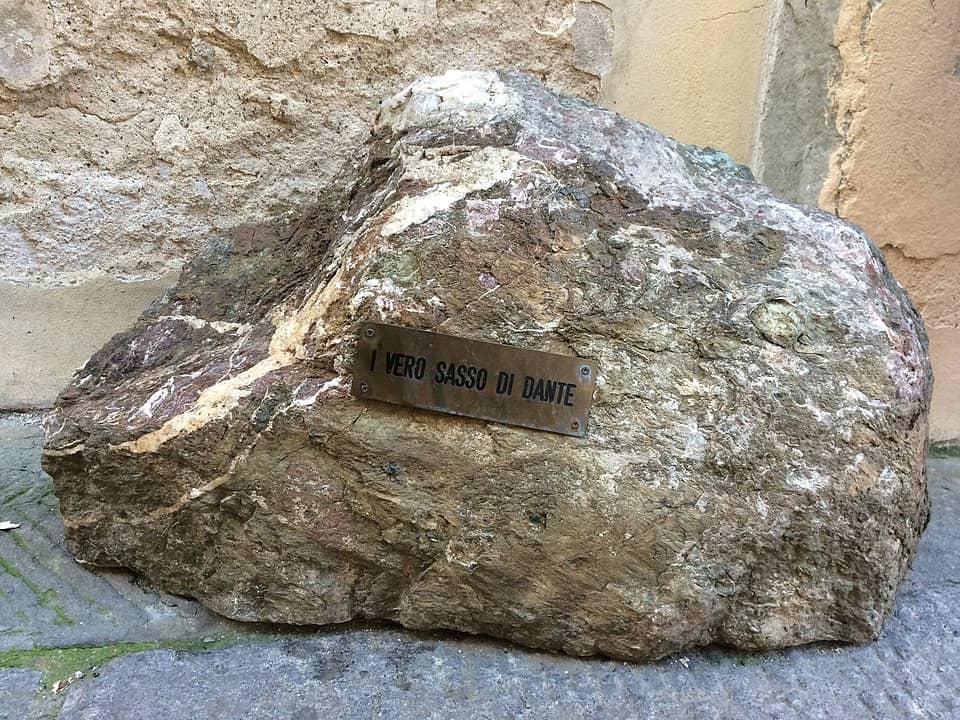 dove trovare sasso di dante Firenze